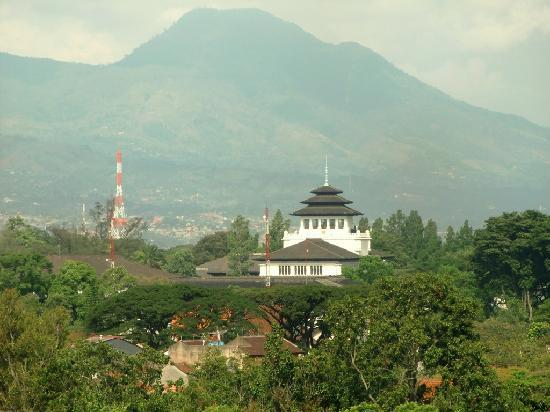 The Luxton Bandung: Gedung Sate and mountain