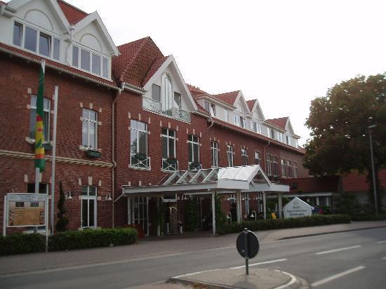Seeschlösschen Dreibergen: Hotel von der Straße