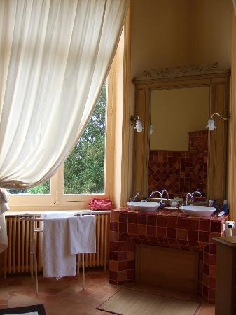 Chateau de Verriéres : Blick ins Badezimmer