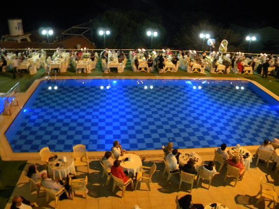 ‪فندق أرورا: Swimming pool in the night.‬