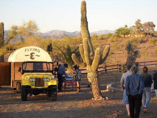 Flying E Ranch: Eating outdoors at the Calorie Gallery chuckwagon