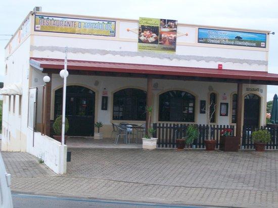 Restaurante O Arraiolos: O Arrailos front seating