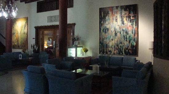 Forest Park Hotel: The lounge area near the reception desk