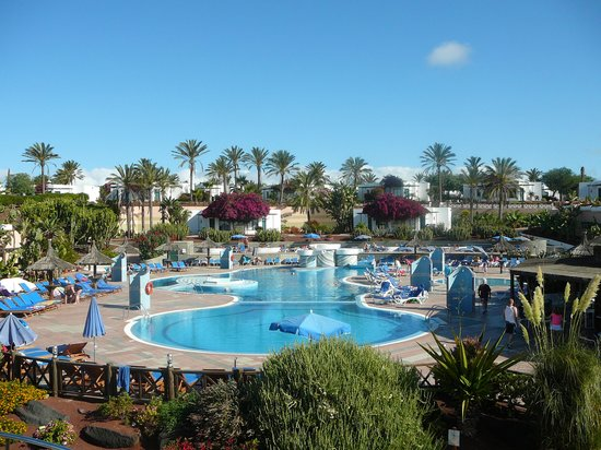 Hotel Club Playa Blanca: The grounds on the complex