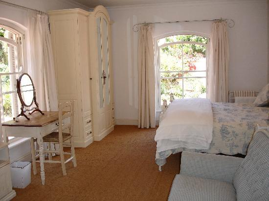 Constantia Valley Lodge: Guestroom 1