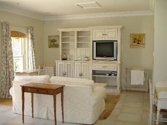 Constantia Valley Lodge: Guestroom 7 seating area