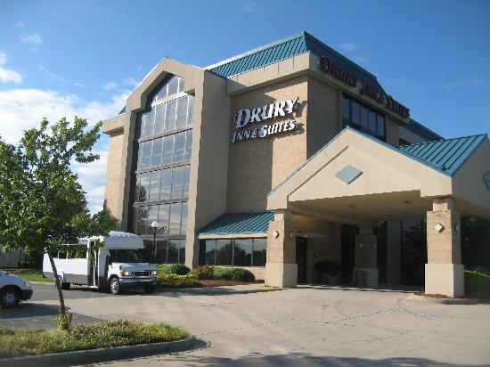 Drury Inn & Suites Charlotte University Place: Hotel picture