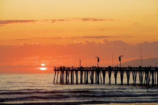 Pismo Beach, Californie : Sunset watching from Pismo Pier