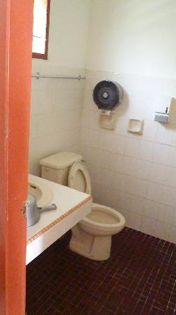 Sea View Hotel & Holiday Resort: bathroom