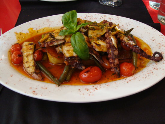 Cafe San Juan: Tender and tasty octopus