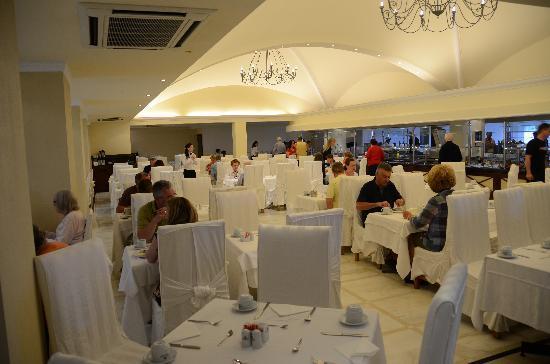 Mitsis Grand Hotel: Main Restaurant