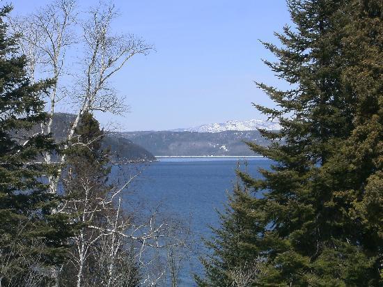 La Baie, Canadá: Vue du stationnement de l'Auberge