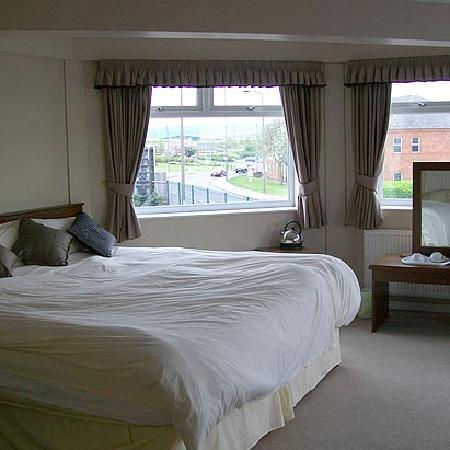 Fitzwilliam Arms Hotel: Guest Room