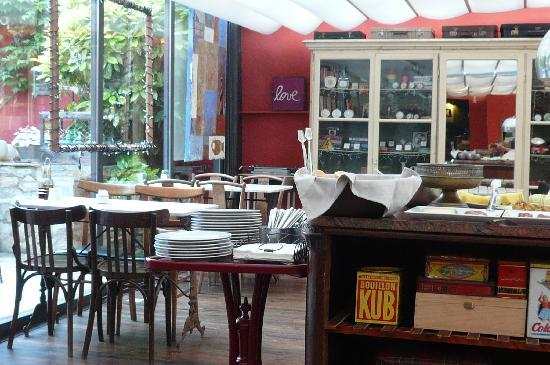 Aiguaclara Hotel: petit déjeuner dans la grande salle