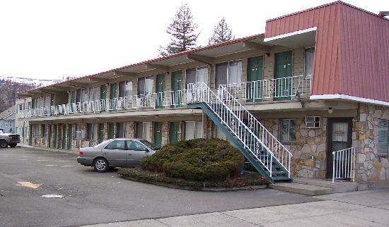 Royal Motor Inn: Back view