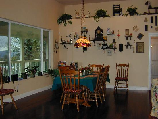 Cornerstone Bed & Breakfast: Our Eating Area