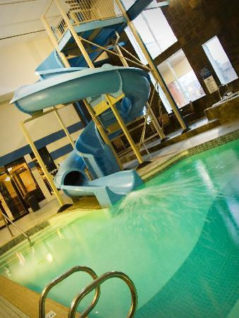 BEST WESTERN PLUS City Centre Inn: Swimming pool and water slide