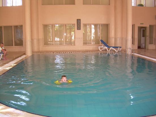 Nerolia Hotel & Spa : piscin intérieure