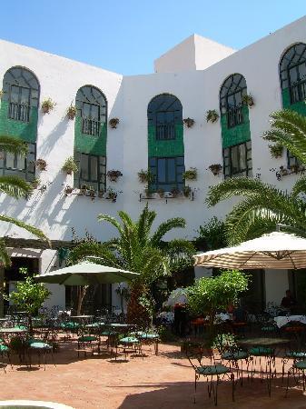 Nerolia Hotel & Spa : patio de l'hotel