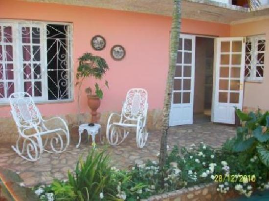Casa OsmaryAlberto: Patio de la casa