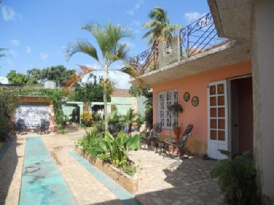 Casa OsmaryAlberto: Vista del patio