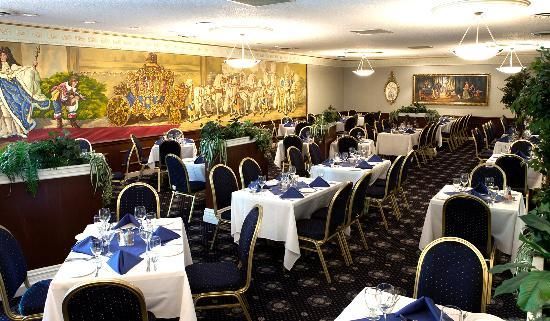 Chateau Louis Hotel & Conference Centre: Royal Coach Dining Room