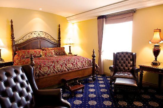 Chateau Louis Hotel & Conference Centre: King Louis Room