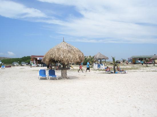 Baby Beach: Huts on the beach