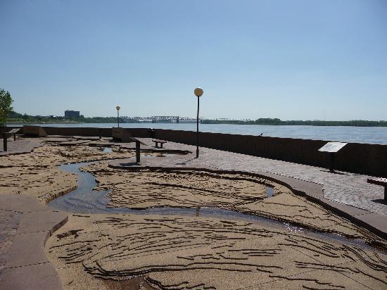 Mud Island River Walk Hours