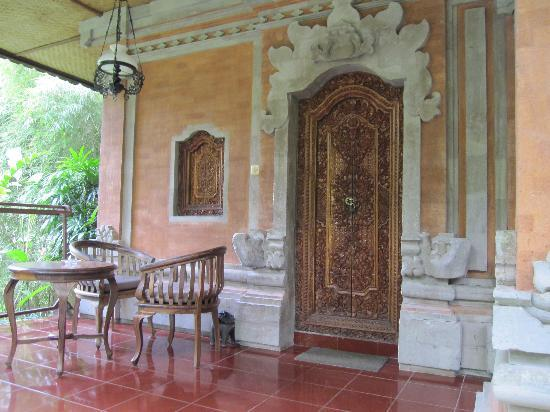 Ubud Bungalow: バンガローのテラス