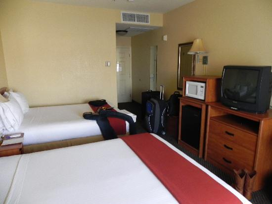 Holiday Inn Express Las Vegas Nellis: Zimmer