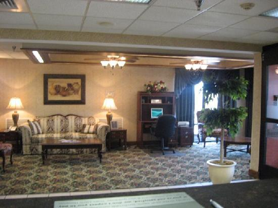 Hampton Inn Franklin: Unwind in our comfortable lobby or catch up with some work in our complimentary business center