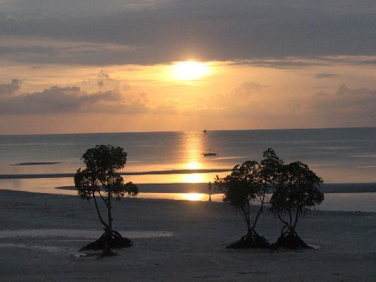Microtel by Wyndham Puerto Princesa: Sunrise view from Premium Room