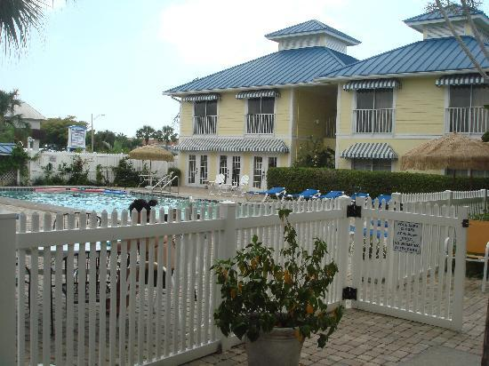 Naples Courtyard Inn: swimming pool