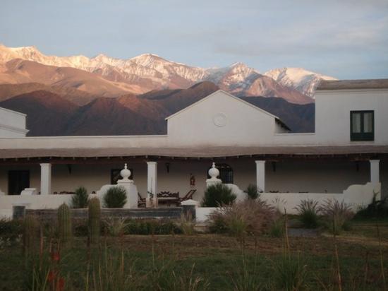 Hotel Cabana del Lago: parte de atras, por todos lados, una belleza