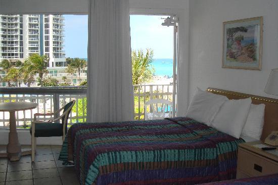 Days Hotel By Wyndham Thunderbird Beach Resort Other Room
