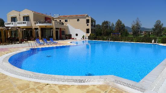 Aeolian Gaea Hotel : Pool & Bar area