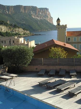 Best Western Hotel La Rade: Au dessous de la terrasse, vue sur piscine de l'hotel