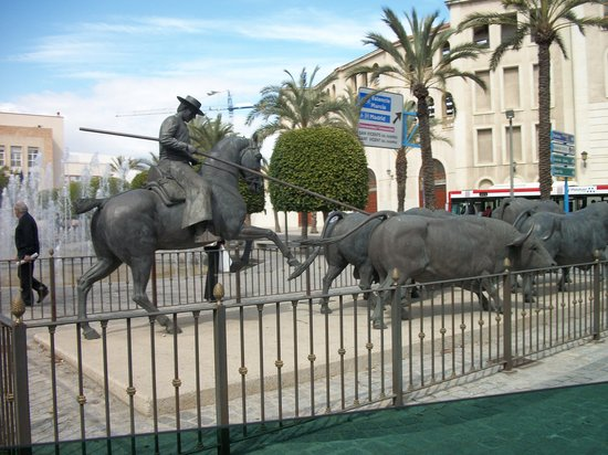 Barcelona Great Tours: statue of the bulls