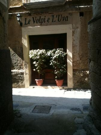 Le Volpi E L'Uva: The restaurant from the side