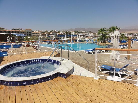 Lido Sharm Hotel: pool overvieuw