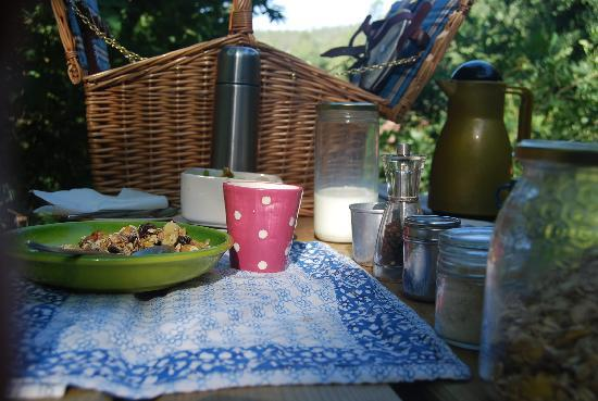 Yurt Holiday Portugal: breakfast time