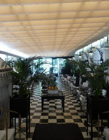 El Palace Hotel: Sala colazione