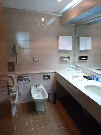 Corniche Hotel Apartments: Partial bathroom view