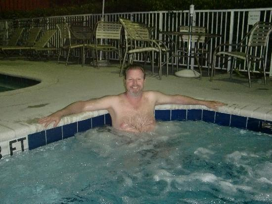 Residence Inn Fort Lauderdale Plantation: relaxing in the hot tub