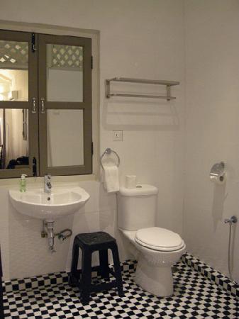 Muntri Mews: Bathroom