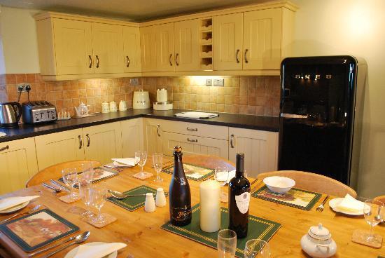 Old Guadaloupe Farm House & Cottage: Farm house kitchen