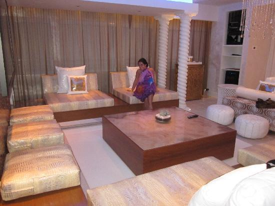 """Dream South Beach : Amazing decor and space - like """"The Hangover"""""""
