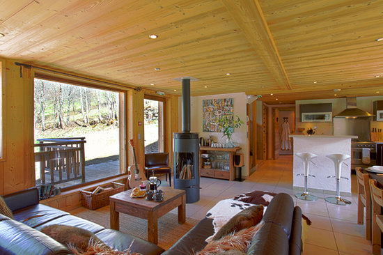More Mountain - La Cabine: Large Living Space
