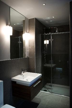 The Castle Hotel: Executive bathroom